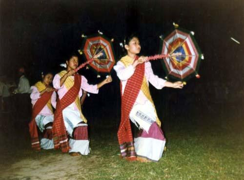 Tai phakey girls with traditional dress